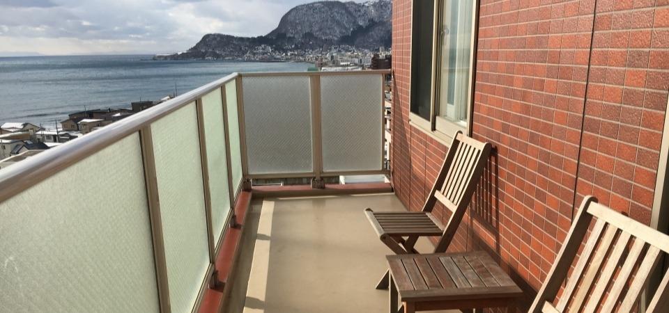 Pagetoppic_balcony.jpg